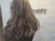 2回ブリーチのグレーベージュで 透明感を出して柔らかい外国人のような質感に!  Hair Musee所属・服部亜由美のスタイル