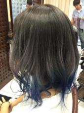 カラー ミディアム アッシュグラデーションカラーに青のカラートリートメント
