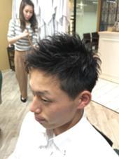 耳周りスッキリ2ブロック。サイドからフロントにかけての毛流れがポイントです。 ディメンション千里中央店所属・松井慎吾のスタイル