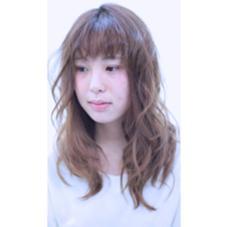 全体をラフに巻いてあげた後にポイントでリバース巻きや前髪に動きをつけてあげると可愛さアップです( ̄▽ ̄) HAIR MAKE ASH所属・久末健太郎のスタイル