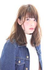 透明感たっぷりのラフセミロング♪ 前髪の透け感とハイライトを細かく入れたカラーが透明感たっぷり! hair  circle geep所属・合田岳永のスタイル