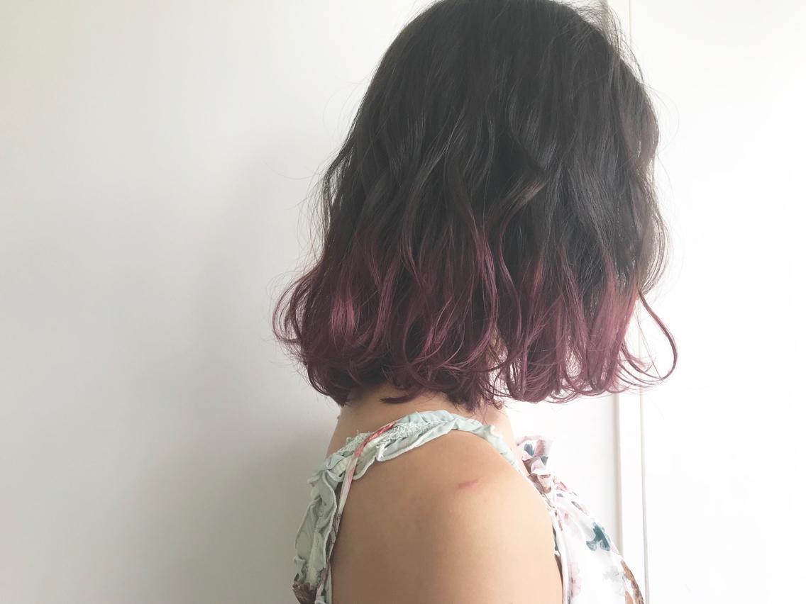 #カラー 毛先のみのブリーチカラー!!こちらは1回ブリーチです! 7トーンの濃いめピンクを入れて色落ちも十分楽しめる仕上がりに✨ドンドン薄くなってそれも可愛いですよ! 根元〜中間は6トーンのグレー系の色味で透明感重視です!