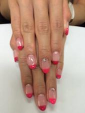 3色のピンクでまっすぐフレンチに♪ オシャレさんに大人気です☆ NailSalon  Art所属・Nail SalonArtのフォト