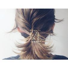 ラフに一本に結び、結び目は髪の毛です隠す。最後に金ピンを〼の形にさして完成♡ CHAUSSE-PIED EN LAITON所属・KAMEINORIKOのスタイル