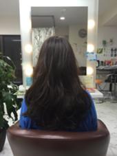 #アッシュ#ゆるふわ#ロング#撃細メッシュ 今流行りの重目のスタイルです 髪の毛が細くて柔らかい方も綺麗にカットすることで 重目のスタイルにすることができます。 メッシュは強調しすぎず髪の毛に立体感を出します。 トモズヘアデザイン所属・竹村大輔のスタイル