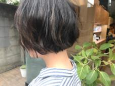 赤み除去オリジナルブレンドカラーで作るアッシュ系ボブ^ ^ハイライトあり✨ em  hair所属・オカモトミズキのスタイル