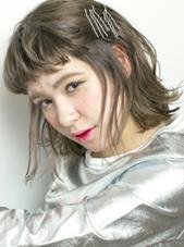 ダブルカラーでカーキグレー★ Ravo hair所属・安達瑛のスタイル