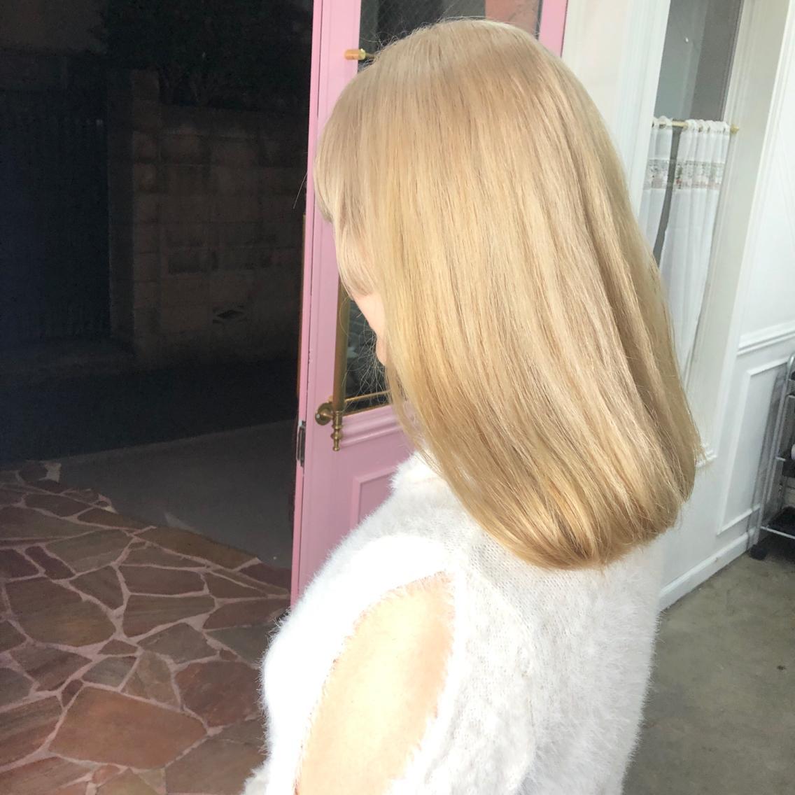 #ミディアム #カラー ・blonde・ ✳︎11000円〜✳︎ ✳︎minaでブリーチ2〜3回出来れば綺麗な綺麗なブロンドヘアを作れます👻 ✳︎ ✳︎ダメージが強いとブリーチが出来ない場合もあるのでご了承ください ✳︎ムラシャンはエンシェールズのシャンプーを薄めて使うのがオススメ🧖🏻♀️ ✳︎ ✳︎黒染めや縮毛、デジパをしていなくてダメージが強い場合は難しい事もございます!✳︎ 最後まで可愛く仕上げます🇰🇷 ✳︎ お店の近くにあるティファニーカフェで映えな写真もプレゼントします🦄 ✳︎ ✳  #原宿#ハイトーンカラー#シルバーカラー#ヘアカラー#ネイビーカラー#ホワイトカラー#ブロンドヘアー#アッシュ#ケアブリーチ#ブロンドカラー#派手髪#ラベンダーカラー#ミルクティーカラー#アッシュ#ミルクティーベージュ#ブルージュ#グレージュ#ピンクカラー#インナーカラー#ハイライトカラー#グラデーションカラー#bts#seventeen#twice ✳︎ ✳︎ ✳︎