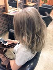 外国人風セピアグレージュ×ホワイトアッシュ3Dカラー hair design West Side STANDARD所属・IkeshitaDaisukeのスタイル