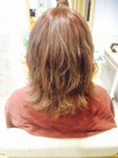 ブリーチ毛をいかして 透明感のあるベージュカラー☺︎❕❤︎❤︎  流行りの外ハネでスタイリング☝ とってもお似合いでした✨ Barretta by neolive所属・密本桃子のスタイル