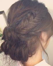フィッシュボーンを取り入れて、アクセントをつけました(^-^) hair&make mandrill所属・古内明日香のスタイル