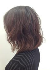 ロブスタイルに、抜け感のあるパーマをかけました。 4cm横川店所属・斉川康朗のスタイル