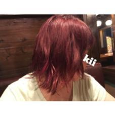 ピンクレッドのベースカラーに ピンクのポイントカラーです。  ブリーチベースのオンカラーです。 kii所属・柳瀬まりこのスタイル
