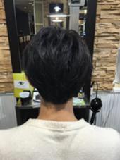 バッサリカットして、セットをした時に毛先が動きやすく なるように緩いパーマをかけました! 田中由紀のスタイル
