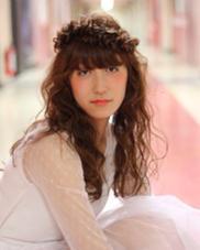 花冠をイメージしたヘアアレンジ今流行りのウェーブスタイルでウェットな質感にしたのがポイントです⭐️ salon de bika所属・厚母裕子のスタイル
