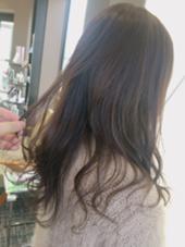 軽く黒染めしてある方でしたが長く時間置かせていただいてオリーブアッシュに HAIR&MAKE EARTH 東松山店所属・古谷菜月のスタイル