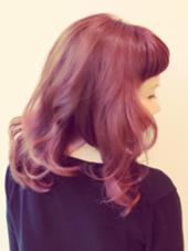 《ウォームパープル&ピンク》  ガーリーな雰囲気だったのでピンク系で❗️ 元々のハイライト部分は淡いピンクが 出て可愛いです✨ふわふわ! 松本平太郎美容室吉祥寺パート5所属・カラースペシャリスト成田のスタイル