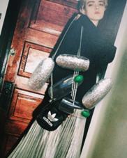 スポーティなファッションに合わせたいメタリックやラメ!!グリーンのストーンがアクセント saori.mのフォト