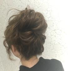 カジュアルにアレンジしたいときに❣ ルーズお団子アレンジ✨ hairHEARTS所属・StylistKのスタイル