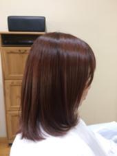 ピンクバイオレットのカラー。 黄色味が気になる方、秋冬に向けて雰囲気を変えたい方、艶が強くでるカラーになります。大人ピンクにしたい方は是非! Hair Design Clover所属・河本京一郎のスタイル
