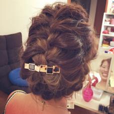《結婚式アップスタイル》  定番の編み込みを部分部分でまとめて前髪は波ウエーブで流して大人っぽく仕上げました♪ hairsAQ'A緑井店所属・生利聖香のスタイル