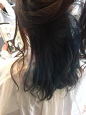 マリンカラー インナーカラーで青ターコイズ紫をランダムに 田中萌子のスタイル