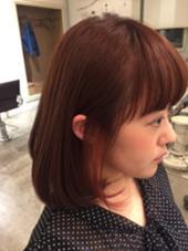 全体明るめのピンクベージュ 耳かけするとチラッと見える桃色のインナーカラー。 オシャレです♩ nico所属・hashizumenatsumiのスタイル