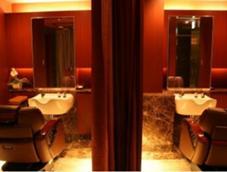 個室席多数ございます。 ヘアーモードキクチ銀座店所属・田嶋利幸のスタイル