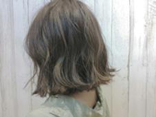 イルミナカラー×ハイライト☆★ 華奢ハイライトで切りっぱなしボブに動きを! ALLURE HAIR〜elfi〜所属・間嶋紗由美のスタイル
