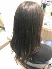 アプリエカラー ブルーアッシュにオリーブグレージュをMIX◎ 鈴木優衣のロングのヘアスタイル