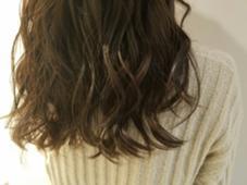 アッシュブラウン♡ カラーで遊べない方ただのブラウンは嫌な方におすすめです(^^)赤みを消したアッシュブラウン!明るさはご相談ください。 BEBE hair所属・NATSUKI.のスタイル