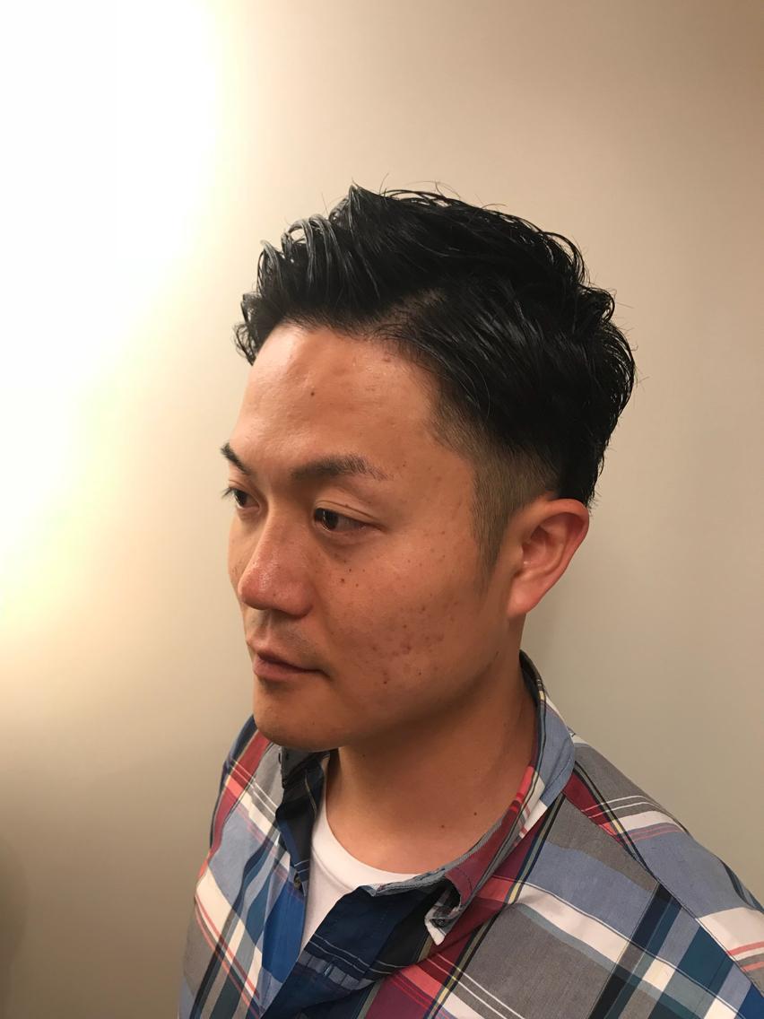 【スタイル】ツーブロック(4mm)、前あげバック、耳だし、後ろ刈り上げ、ジェル仕上げ【毛質】毛量多め、横の膨らみ