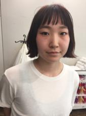 切りっぱなしボブで外ハネにスタイリング☆ カラーは赤系にして大人っぽい雰囲気に^ ^ FAEDLESS所属・矢萩竜之介のスタイル