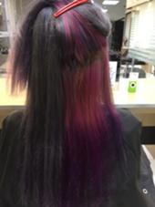 プラチナヴァイオレット×ピンク&ヴァイオレットグラデーション!! 全体を1〜2回ブリーチして明るくなった髪にシルバー系の色とほんのりヴァイオレットの色を混ぜました! アンダーにはインナーカラーで、ピンクとヴァイオレットのグラデーションをつくりました FACE。大船店所属・中村健汰のスタイル