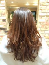 根元〜中間〜毛先までナチュラルなグラデーションカラーに仕上げました! hair room mavie所属・佐々木遼太郎のスタイル