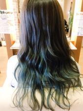 マット × アッシュ  毛先をブリーチで抜いて、緑を強めにグラデーション☆ 落ち着いているけどなかなか個性的!! ing's hair(イングスヘアー)所属・日谷真奈美のスタイル