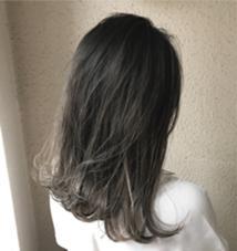 グレージュ系グラデーション✨ 毛先のブリーチは一回で出来ます  実際にご来店いただいてるお客様です✨ takumi.店長・美容師歴11年のヘアカラーカタログ