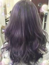 カラー ロング 3回ブリーチ後、ほんのり紫を入れたバイオレットグレーカラー