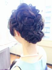 結婚式にお呼ばれのお客様  編み込みベースで仕上げました。  ツヤも重視したい方にオススメです… MOF   HAIR  SALON所属・愛美のスタイル