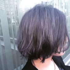 ダブルカラー シルバーグレーにうっすらヴァイオレット。毛先紺色。 外ハネ系、ラフな巻きで仕上げました! hair&make mandrill所属・古内明日香のスタイル