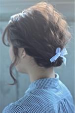 カラーはラベンダー×シルバーアッシュで透明感のあるくすんだ色に* 流行りの波ウェーブでベースを作ってから簡単にまとめたアレンジです* hair  salon himawari所属・松岡麻衣のスタイル