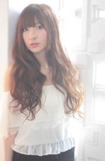 ゆるやかなランダムウェーブでつくるマーメイドロングはナチュラルでこなれ感たっぷり☆ Lom beauty&resort所属・梅澤亮輔のスタイル