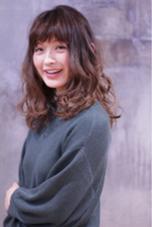 ミディアムのパーマスタイル、 BRAVE 綾瀬店所属・福田梢のスタイル