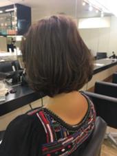 首がキレイにみえるボブ カラーはラベンダーアッシュで ハイライトを細かくいれてます。 SKNOW所属・青地正紀のスタイル