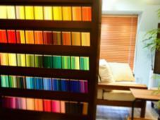 色鉛筆500色これでカウンセリングも! HEJ color+Treatment所属・川崎豪のスタイル