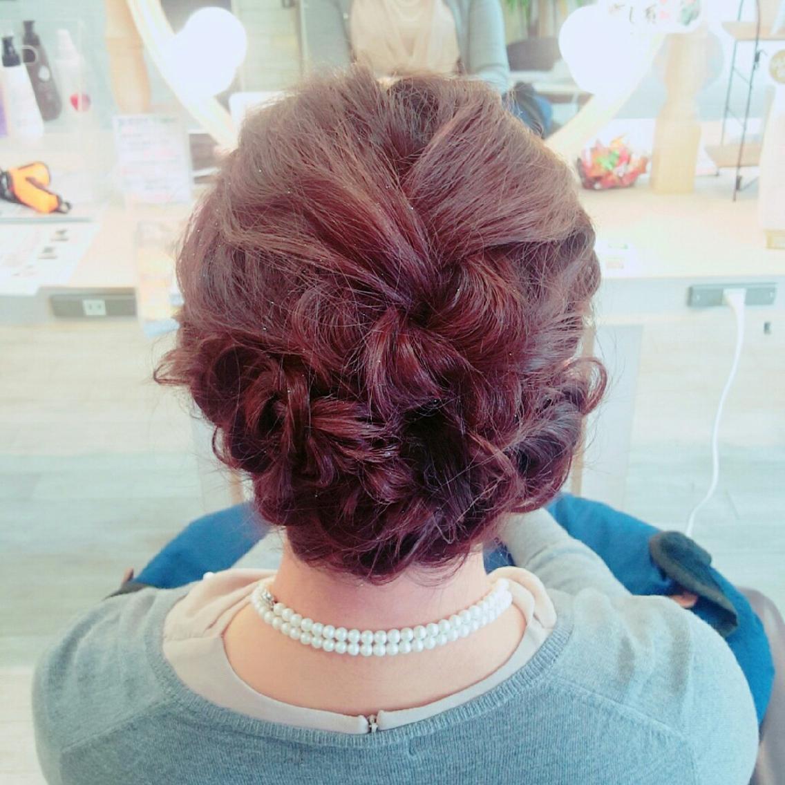 結婚式お呼ばれヘアセット 全体的に巻いてから編み込みとねじり