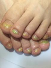 Foot Nail☆ラメグラ(イエロー&グリーン) Ash桜新町店所属・徳久真紀のスタイル
