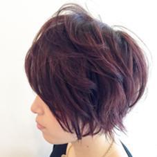 ショートヘアーの秋冬カラー\(^o^)/ 全体をバイオレットで染めて ピンクのローライトで立体感を♪ ショートヘアーの立体感を強調できます! Rian所属・鈴木教介のスタイル