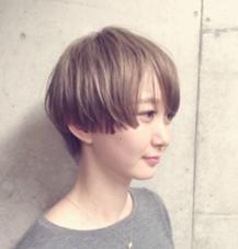 short CHAUSSE-PIED EN LAITON所属・東本恵里のスタイル