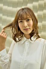 大人なかわいさググッとミディ☆ 前髪までカールを作ることで全体の印象が更にやわらかく♪お手入れも簡単です! oluolu〜hair〜所属・oluoluhairのスタイル